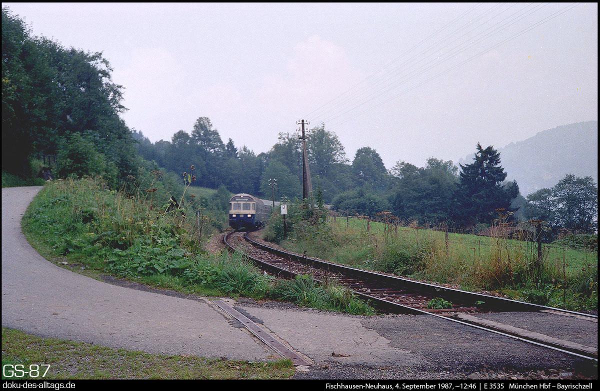 http://www.doku-des-alltags.de/BDMuenchen/Oberlandbahnen/870904%20Schliersee/16%20E%203533%20bei%20Fischhausen.jpg