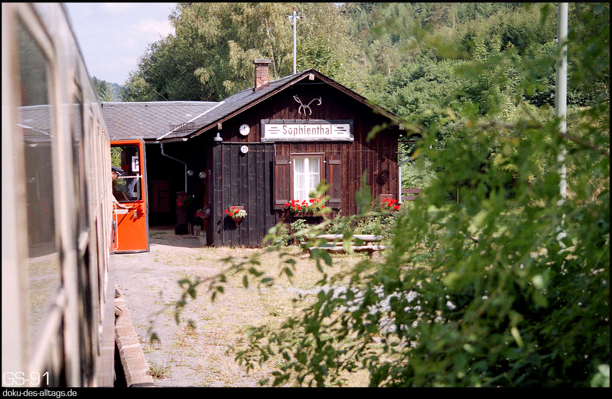 http://www.doku-des-alltags.de/StreckenundBahnhoefe/Franken/910700%20Bayreuth%20Warmensteinach/Film%203/06%20Sophienthal.jpg
