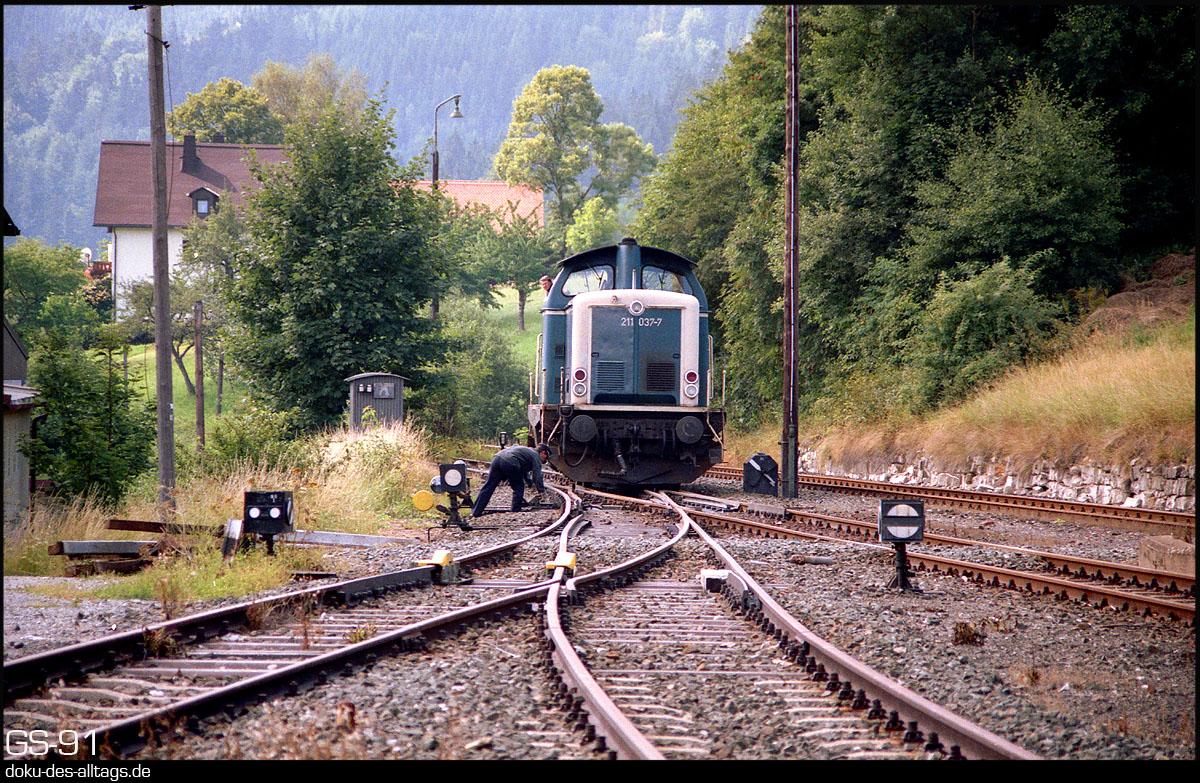 http://www.doku-des-alltags.de/StreckenundBahnhoefe/Franken/910700%20Bayreuth%20Warmensteinach/Film%203/19%20211%20037%20in%20Warmensteinach.jpg