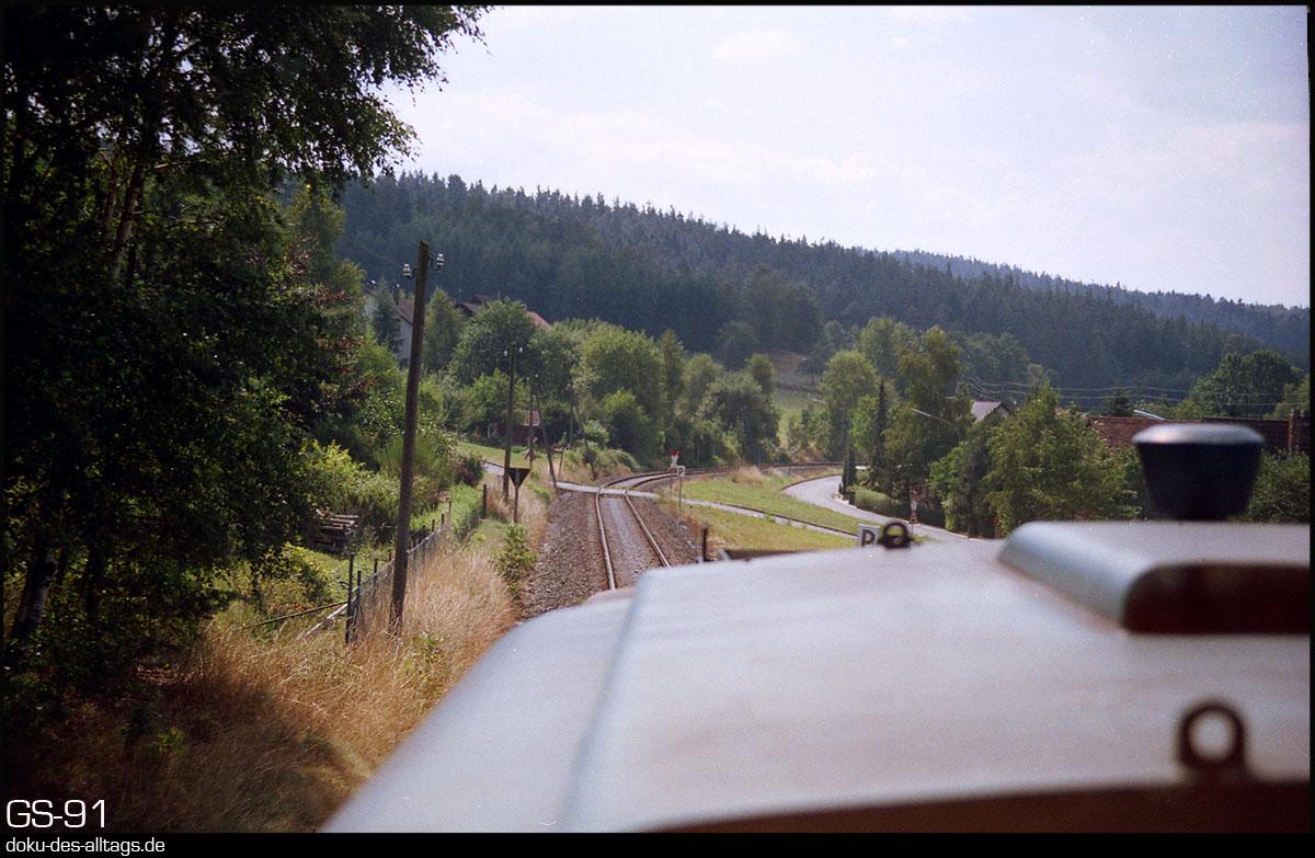 http://www.doku-des-alltags.de/StreckenundBahnhoefe/Franken/910700%20Bayreuth%20Warmensteinach/Film%203/29%20211%20037.jpg