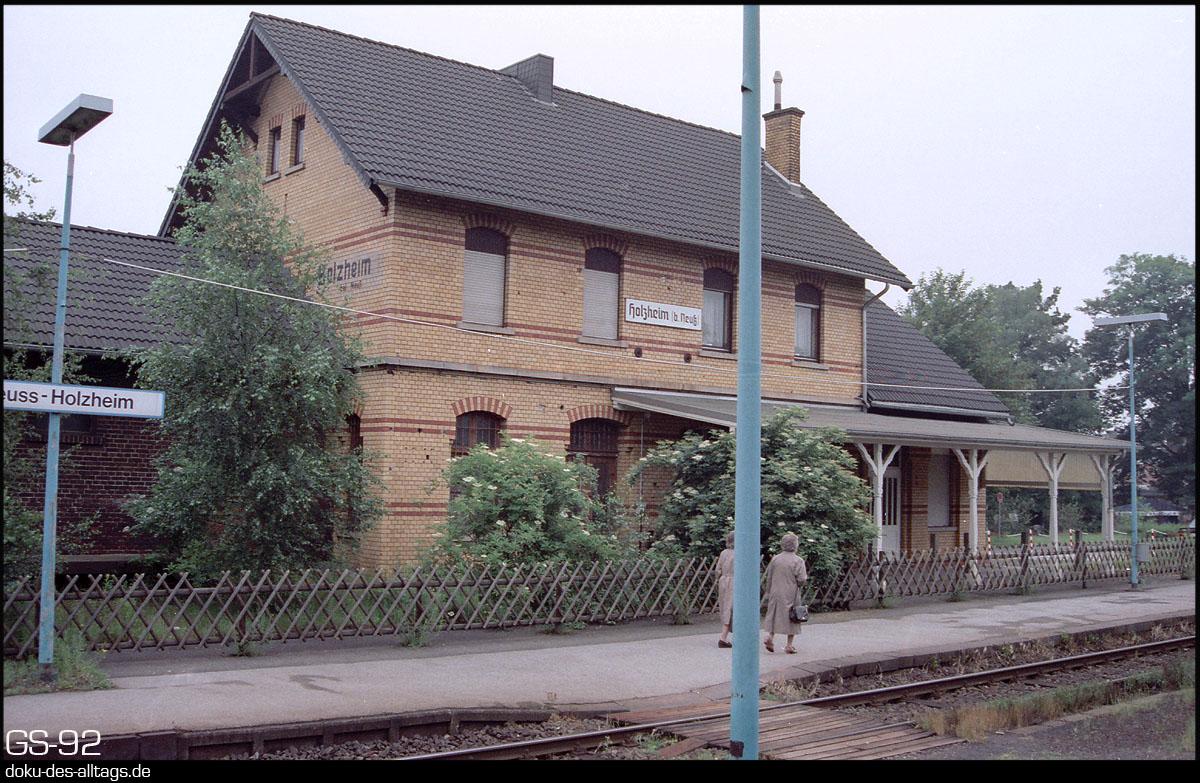 http://www.doku-des-alltags.de/StreckenundBahnhoefe/NRW/1992%20Neuss%20Dueren/Film%202/06%20Holzheim.jpg