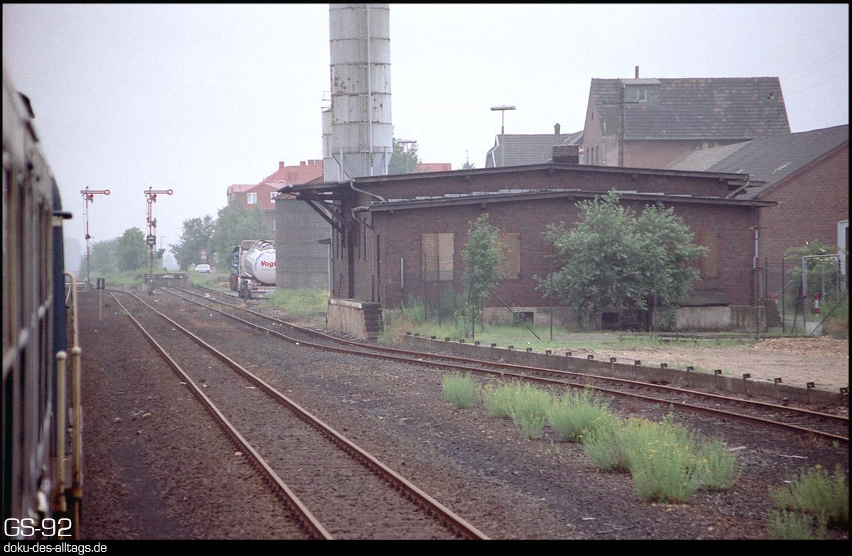 http://www.doku-des-alltags.de/StreckenundBahnhoefe/NRW/1992%20Neuss%20Dueren/Film%202/09%20Kapellen.jpg