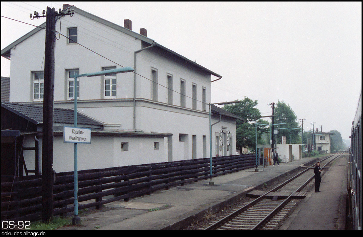 http://www.doku-des-alltags.de/StreckenundBahnhoefe/NRW/1992%20Neuss%20Dueren/Film%202/10%20Kapellen.jpg