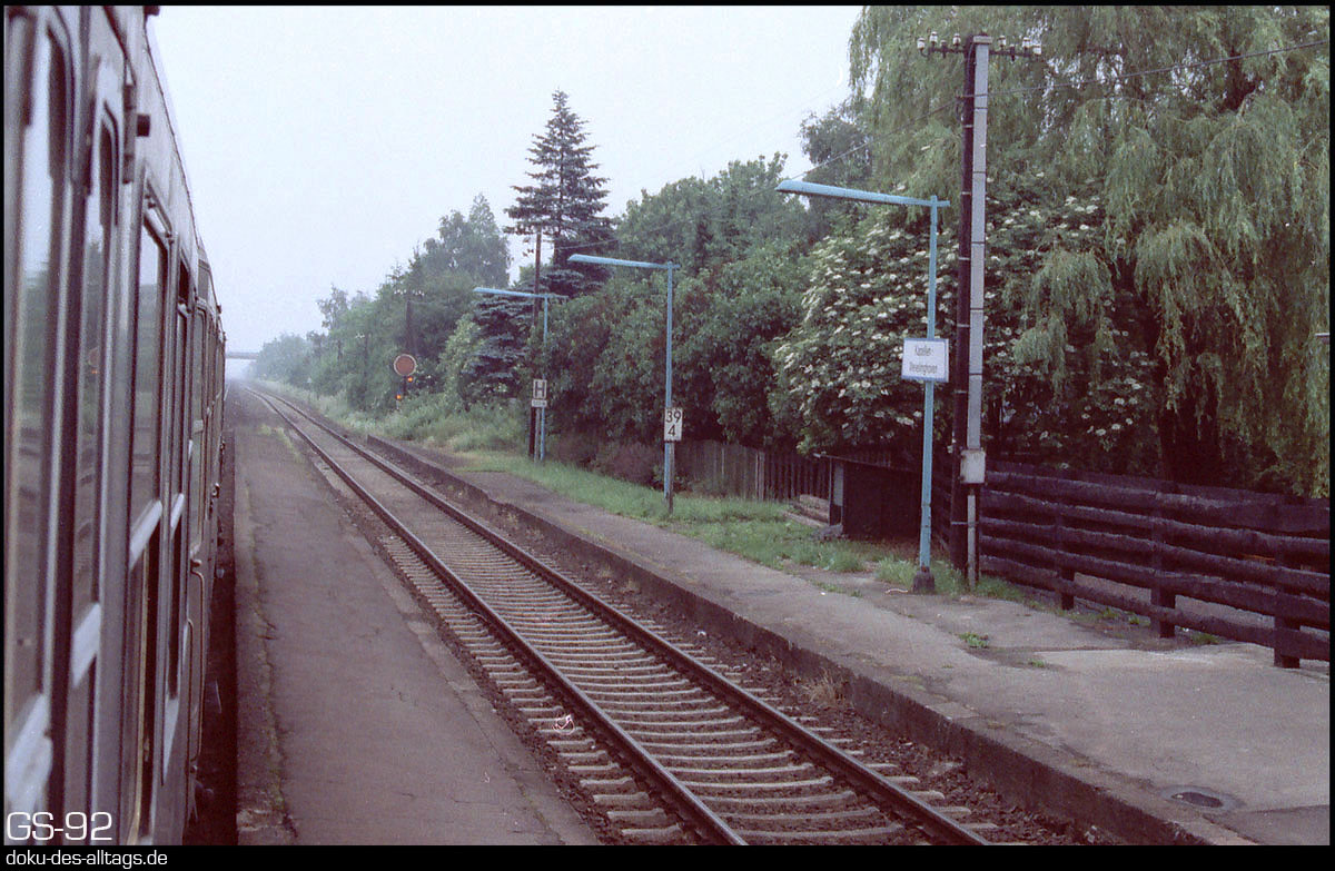 http://www.doku-des-alltags.de/StreckenundBahnhoefe/NRW/1992%20Neuss%20Dueren/Film%202/11%20Kapellen.jpg