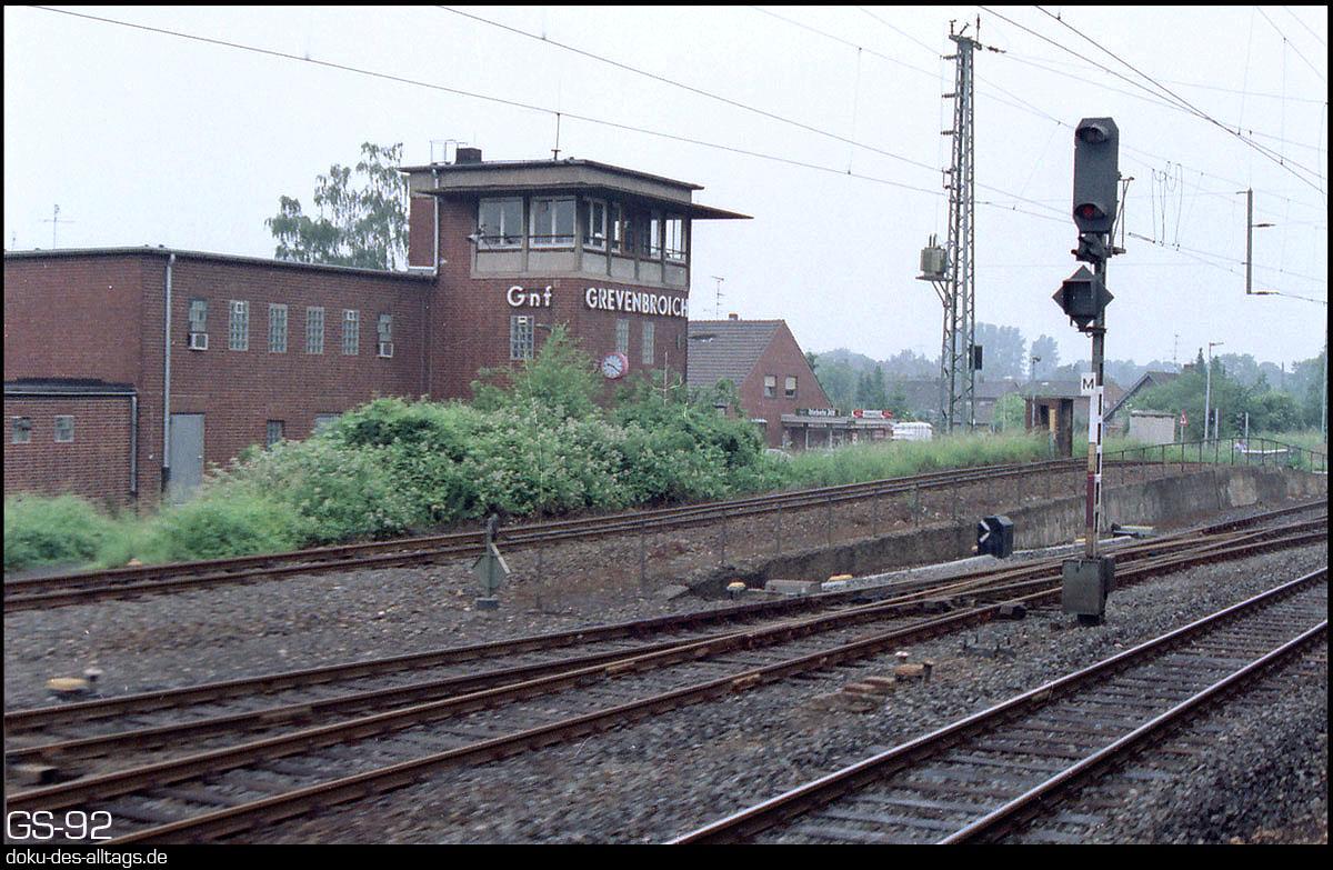 http://www.doku-des-alltags.de/StreckenundBahnhoefe/NRW/1992%20Neuss%20Dueren/Film%202/15r%20Grevenbroich.jpg