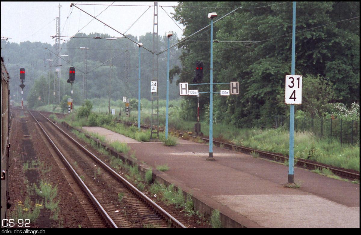 http://www.doku-des-alltags.de/StreckenundBahnhoefe/NRW/1992%20Neuss%20Dueren/Film%202/18%20Grevenbroich.jpg