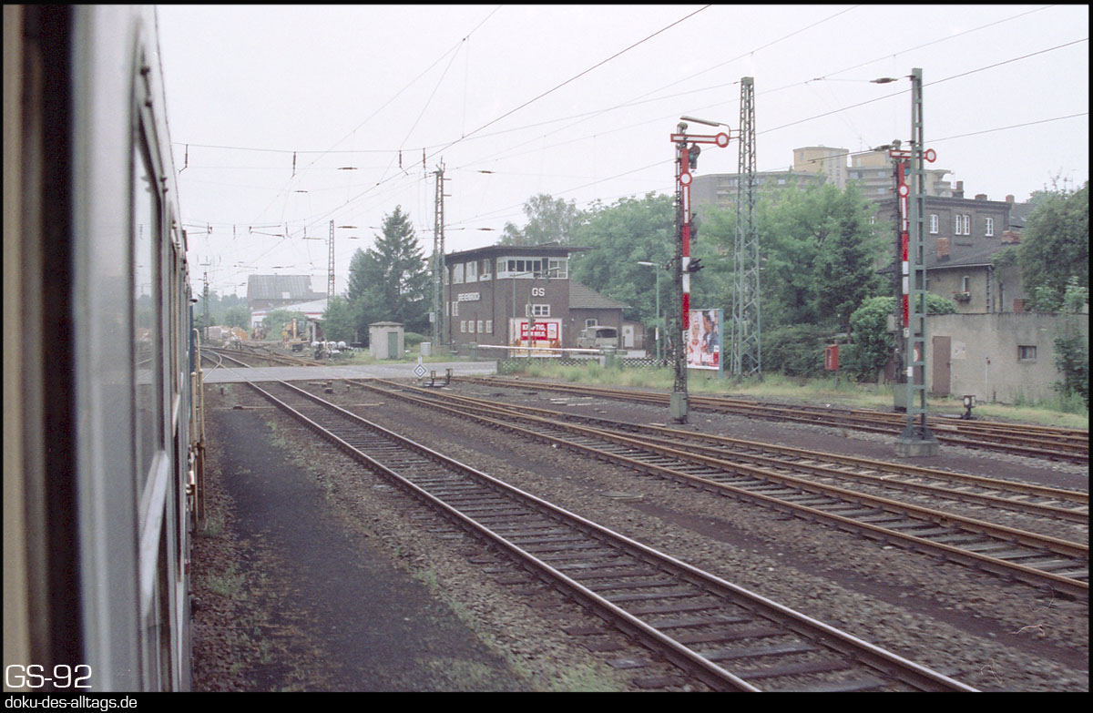 http://www.doku-des-alltags.de/StreckenundBahnhoefe/NRW/1992%20Neuss%20Dueren/Film%202/20%20Grevenbroich.jpg