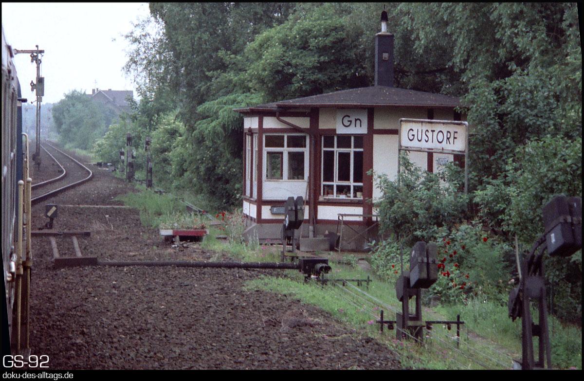 http://www.doku-des-alltags.de/StreckenundBahnhoefe/NRW/1992%20Neuss%20Dueren/Film%202/22%20Gustorf.jpg
