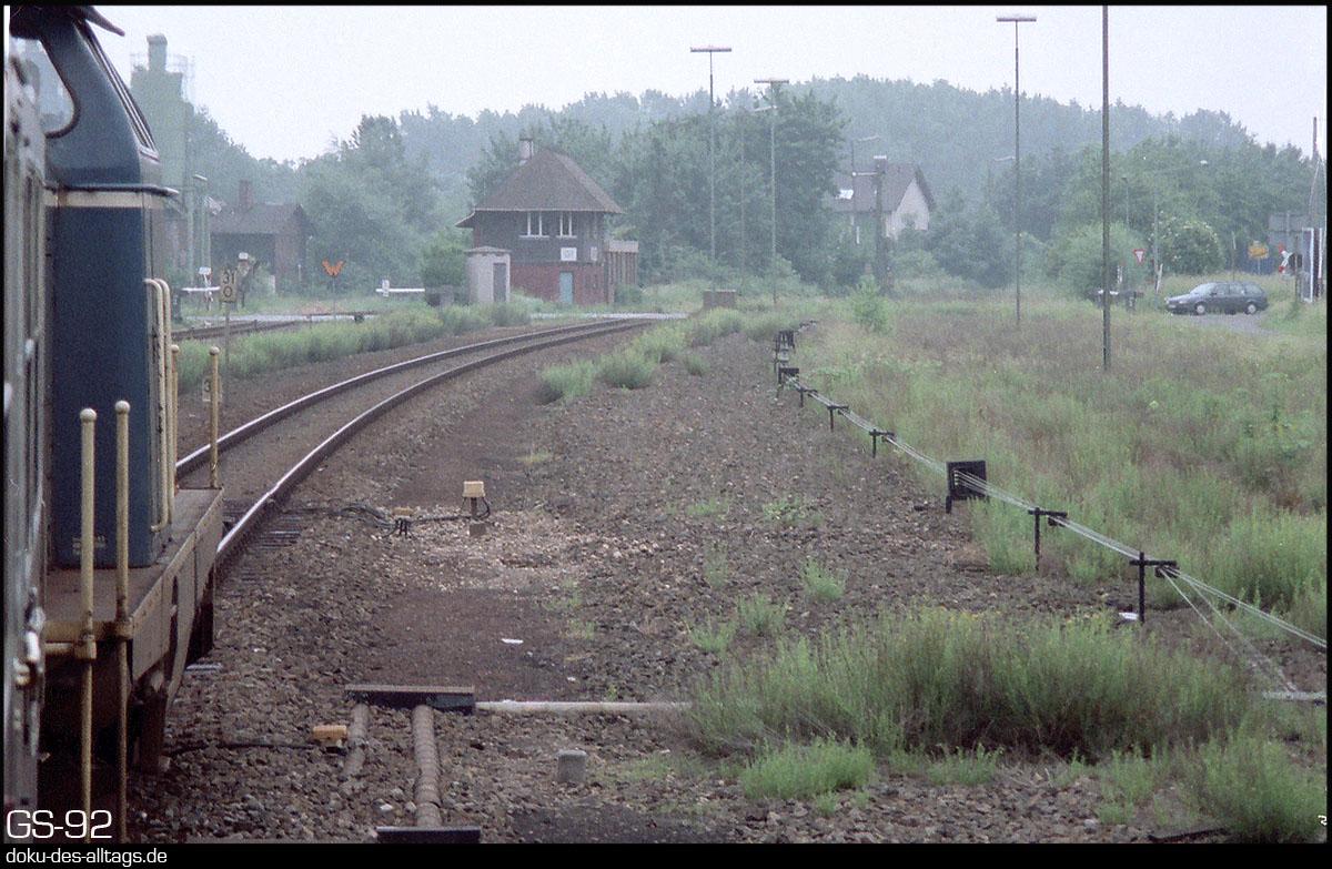 http://www.doku-des-alltags.de/StreckenundBahnhoefe/NRW/1992%20Neuss%20Dueren/Film%202/27%20Gustorf.jpg