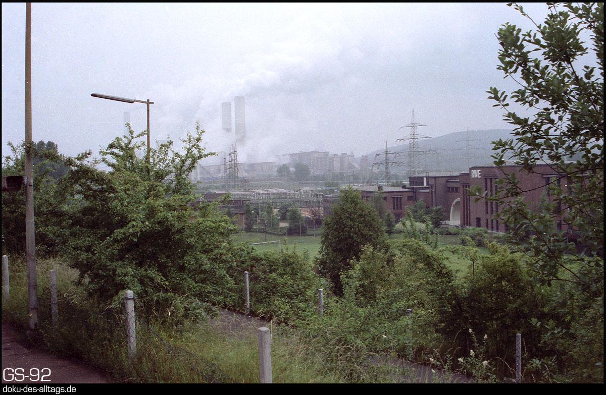 http://www.doku-des-alltags.de/StreckenundBahnhoefe/NRW/1992%20Neuss%20Dueren/Film%202/29%20Frimmersdorf.jpg