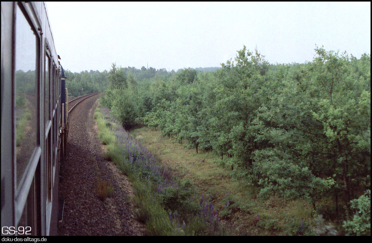 http://www.doku-des-alltags.de/StreckenundBahnhoefe/NRW/1992%20Neuss%20Dueren/Film%202/31%20unterwegs.jpg