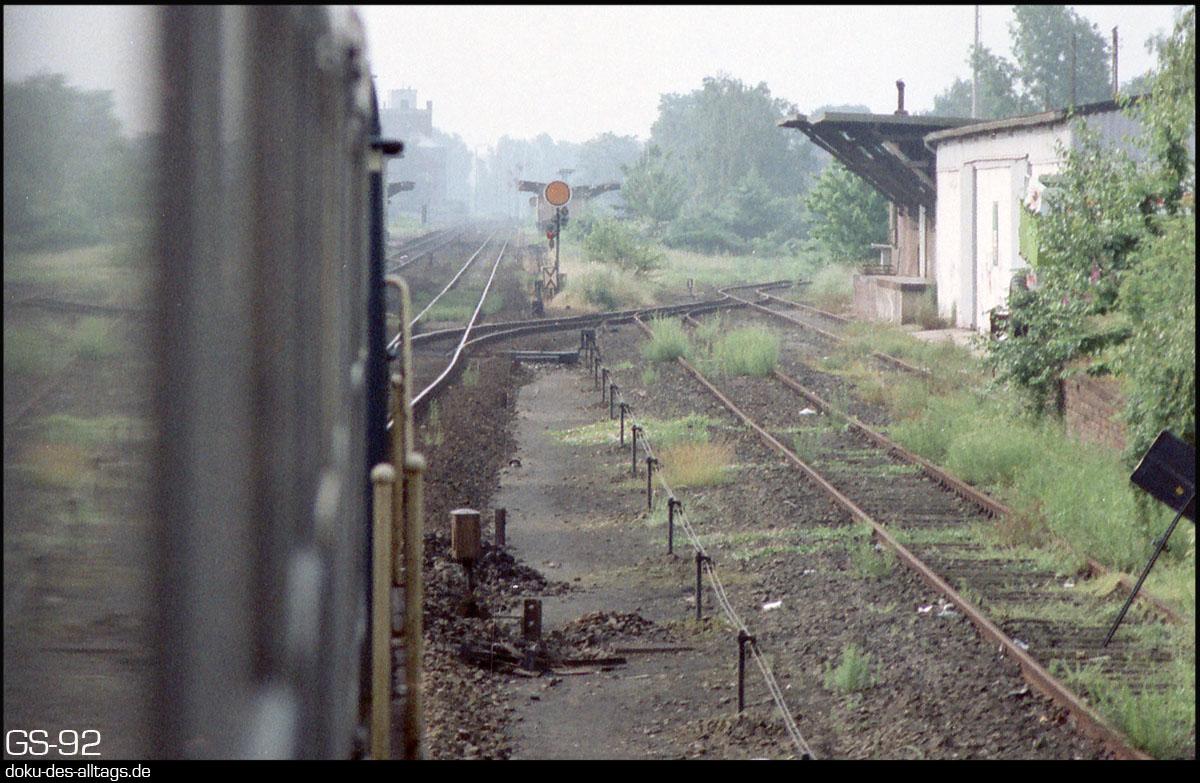 http://www.doku-des-alltags.de/StreckenundBahnhoefe/NRW/1992%20Neuss%20Dueren/Film%202/32%20Bedburg.jpg