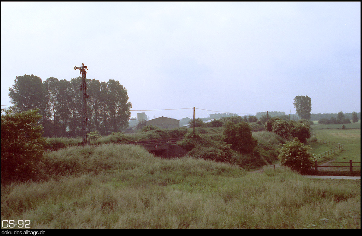 http://www.doku-des-alltags.de/StreckenundBahnhoefe/NRW/1992%20Neuss%20Dueren/Film%203/04%20Bedburg.jpg