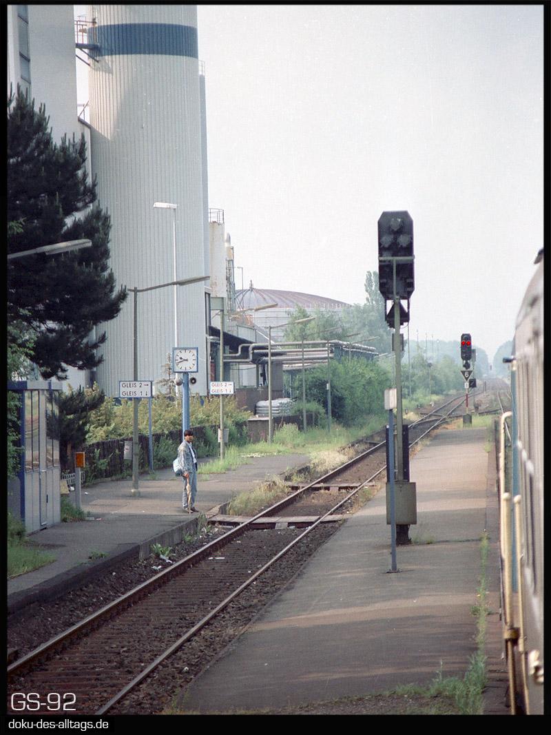 http://www.doku-des-alltags.de/StreckenundBahnhoefe/NRW/1992%20Neuss%20Dueren/Film%203/05%20Elsdorf.jpg