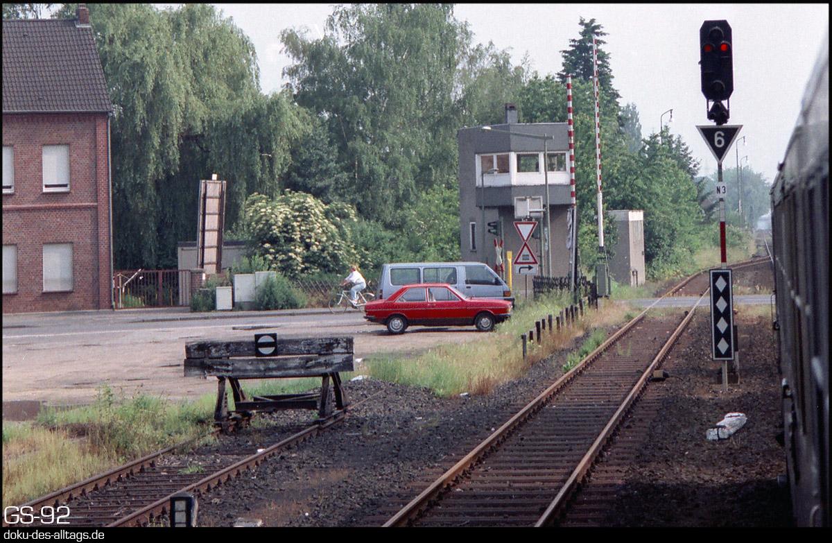 http://www.doku-des-alltags.de/StreckenundBahnhoefe/NRW/1992%20Neuss%20Dueren/Film%203/06%20Elsdorf.jpg