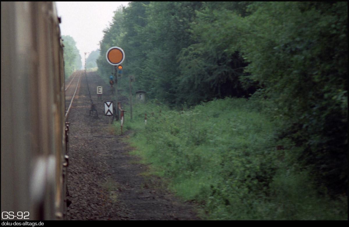 http://www.doku-des-alltags.de/StreckenundBahnhoefe/NRW/1992%20Neuss%20Dueren/Film%203/07%20Etzweiler.jpg