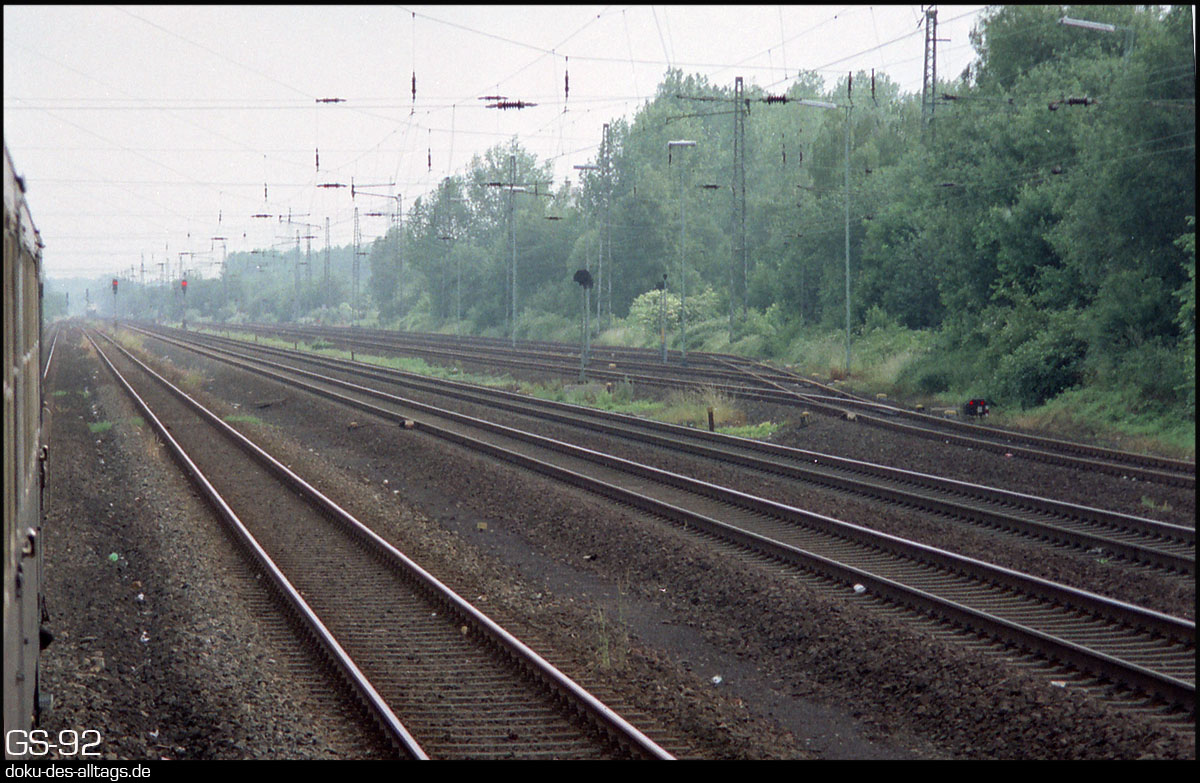 http://www.doku-des-alltags.de/StreckenundBahnhoefe/NRW/1992%20Neuss%20Dueren/Film%203/10%20Dueren%20Vorbahnhof.jpg