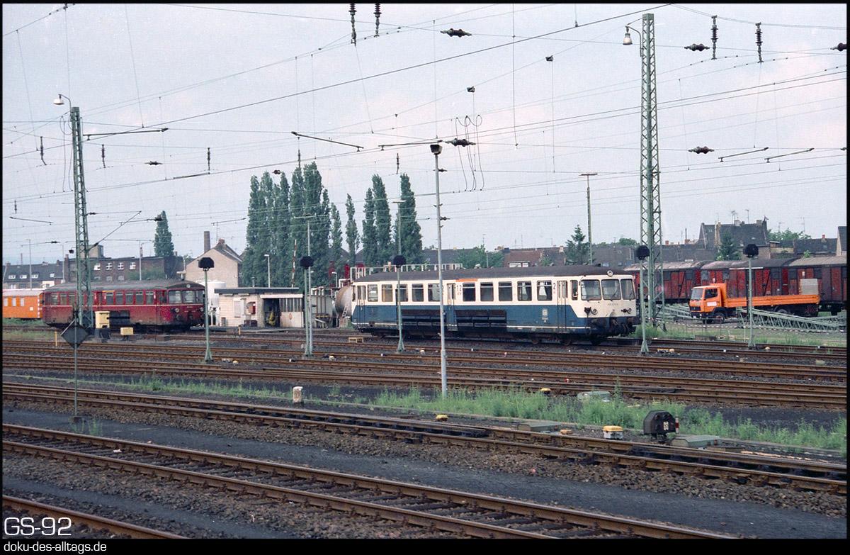 http://www.doku-des-alltags.de/StreckenundBahnhoefe/NRW/1992%20Neuss%20Dueren/Film%203/15%20515%20528%20in%20Dueren.jpg