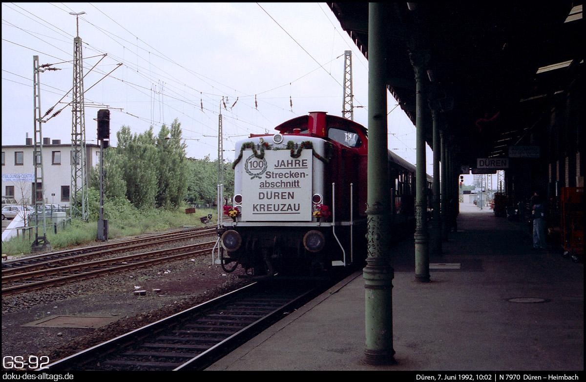 http://www.doku-des-alltags.de/StreckenundBahnhoefe/NRW/1992%20Neuss%20Dueren/Film%203/30%20212%20266%20in%20Dueren.jpg