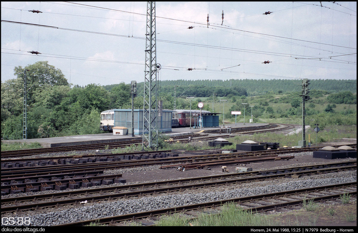 http://www.doku-des-alltags.de/StreckenundBahnhoefe/NRW/1992%20Neuss%20Dueren/Film%203/Horrem%201988.jpg