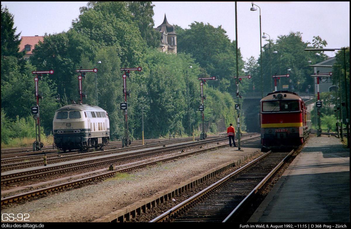 Panoramio - Photo of Triebwagen der CD im Bahnhof Furth im