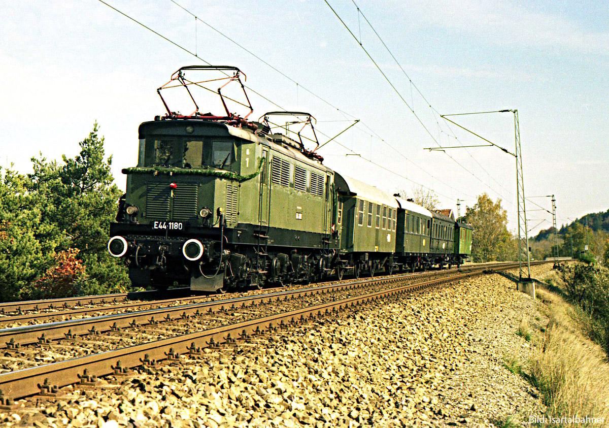 https://www.doku-des-alltags.de/BDMuenchen/Allgaeubahn/Muenchen-Buchloe/00%20special%20Mue-Geltendorf/4%20FFB%20u%20Buchenau/1981-10-24_11%20E441180_Sdz%20vBuchenau1.jpg